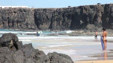 Surfistas en acción — Wideo stockowe