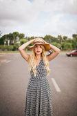 Piękne blond kobieta z mapa — Zdjęcie stockowe