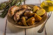 Rustic style potatoes and fried sausages  — Stock Photo