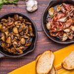 Fried mushrooms with bacon, garlic, rosemary — Stock Photo #67480095