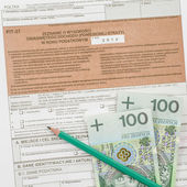 Poolse belastingformulier met potlood en contant geld — Stockfoto