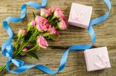 Rose flower and gift box on wooden background — Stock Photo