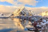 レーヌ漁業の町、ノルウェーのロフォーテン諸島 — ストック写真