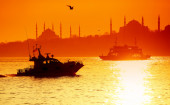 Sunset over Istanbul Silhouette and the boat — Stock Photo