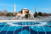 A fountain in front Hagia Sophia on a sunny day which is a forme — Stock Photo