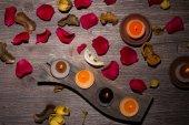 Rose Petals, Potpourri und Kerzen — Stockfoto