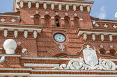 Clock and coat of arms on the railway station in Kazan. — Stock Photo