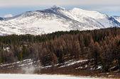 Berge mit schnee bedeckt — Stockfoto