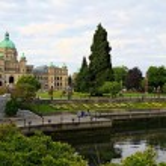 The British Columbia's British Columbia Parliament Building, salutes visitors arriving at Victoria Inner Harbour, Canada — Stock Photo #63922611