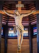 イエス木造の教会で十字架上 — ストック写真