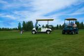 Two golf carts on the golfe course in summer — Stock Photo