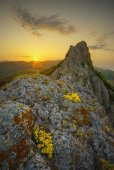 Sunrise in high cliff valley — Stock Photo