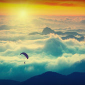 Paraglide over the mountains — Stock Photo