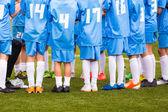 Futbol futbol oyun maç oynayan çocuklar — Stok fotoğraf