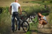Man helps  girlfriend pump it up — Stock Photo