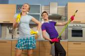 Funny couple in kitchen — 图库照片