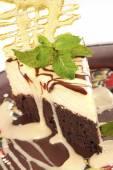 Chocolate cheesecake with caramel  crust  — Stock Photo