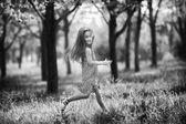 Girl running in summer park. — Stock Photo