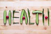 健康的な食事。単語健康野菜、スクレイパーで隔離 — ストック写真