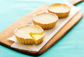 Lemon tarts on a wooden serving board  — Stock Photo