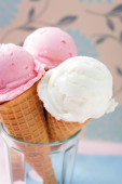 Ice cream cones in cup — Stock Photo