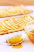 Glazing baked goods — Stock Photo