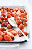 Tray of oven roasted tomatos — Stock Photo