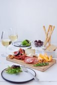 Perfect cheese and charcuterie platter — Stock Photo