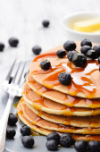 Delicious pancake stack with blueberries — Foto de Stock