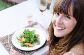 Woman with healthy green salad — Stock Photo