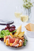 Cheese and parma ham rockmelon snacks with wine — Stock Photo
