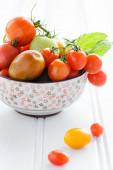 Bowl of fresh mixed tomatoes  — Stock Photo