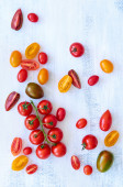 Still life of cut and whole tomatoes — Foto Stock