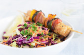 Summer chicken skewers with coleslaw  — Stock Photo