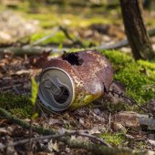 Rusty can in the forest — Stock Photo