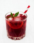 Cranberry cocktail with mint — Stock Photo