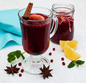 Glasses of mulled wine with lemon and cranberries — Stock Photo