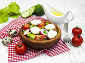 Spring salad with eggs, cucumbers and radish — Stockfoto