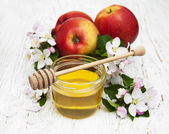 Apples with honey — Stock Photo