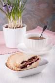 Cookies with cherry jam — Stock Photo