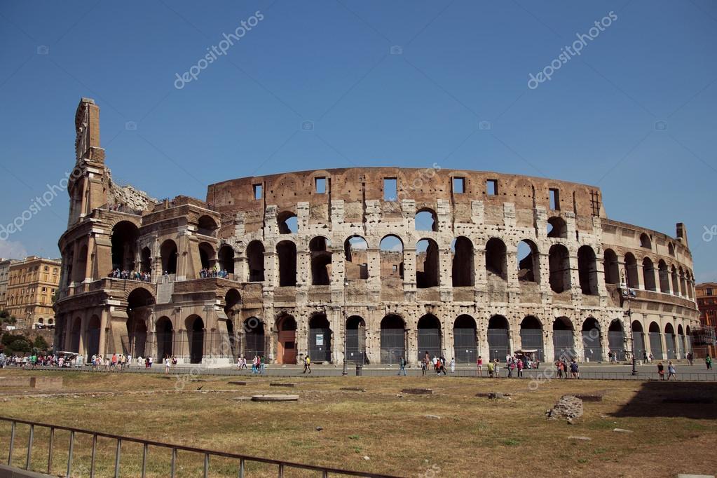 Colosseo in italia foto stock e andronova 63557175 for 2 piani di casa contemporanea di storia