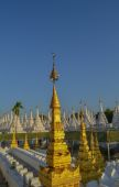 Kuthodaw Pagoda - golden spire — Stock Photo