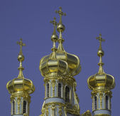 Golden cupolas of Catherine Palace church on the sky background — Stock Photo