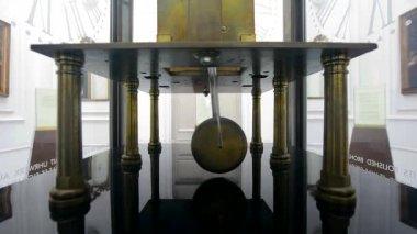 Pendulum clock ticking, over time — Stock Video