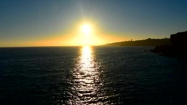 Sol que refleja el mar — Vídeo de stock