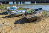 Old fishing boats on the shore of a river — Stock Photo