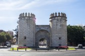 Monument roundabout, badajoz (Puerta de Palmas) — Stock Photo
