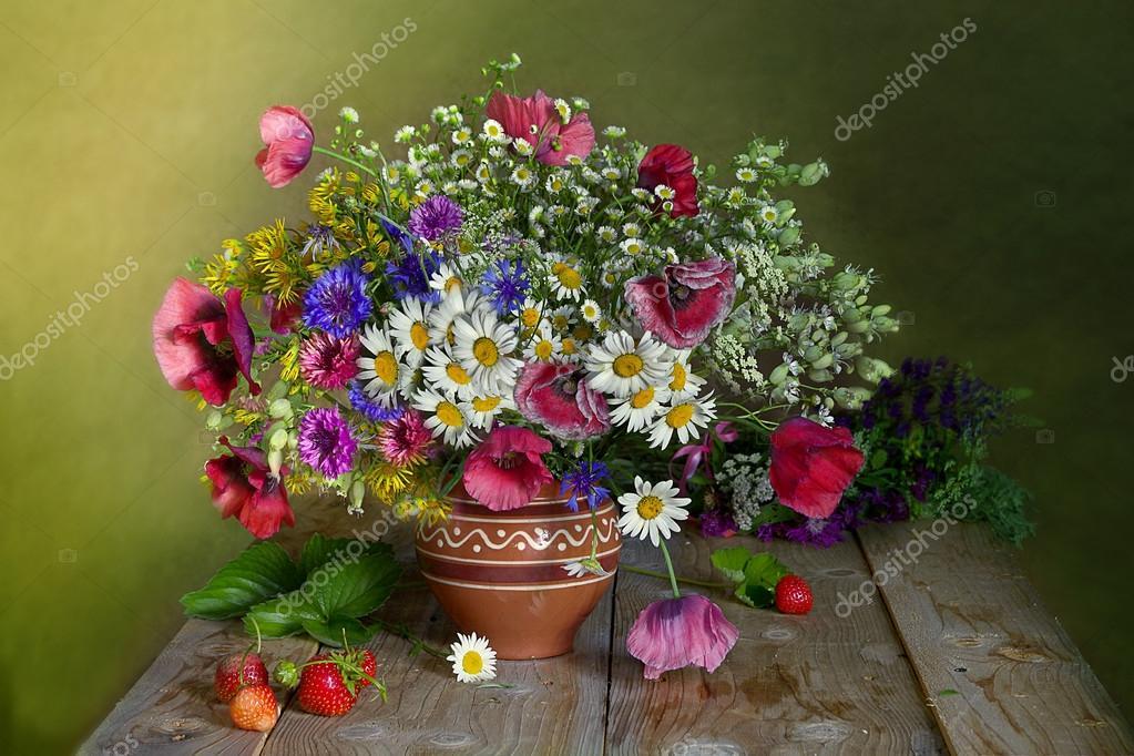 Un bouquet di fiori di prato — Foto Stock © ALVERA #94972626 ~ Geschirr Queens