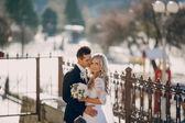 Wedding sunny weather and beautiful couple — Stock Photo