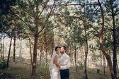 Evlilik çift açık havada aşk — Stok fotoğraf